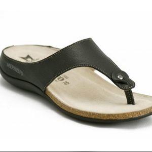 Mephisto   Agacia Black Thong Sandal
